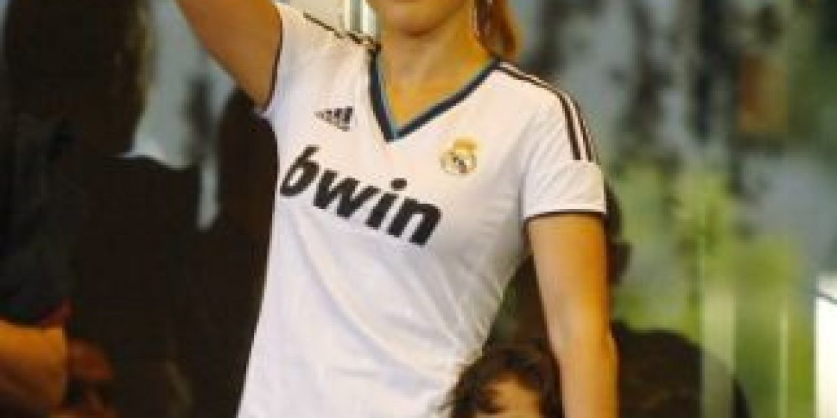 Jennifer López presume el número de Cristiano Ronaldo en su teléfono