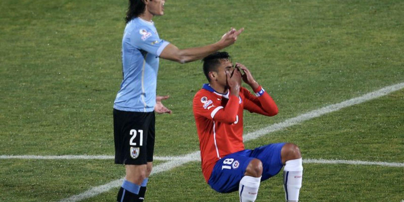 1. Gonzalo Jara le metió el dedo en el trasero a Edinson Cavani. Foto:Getty Images