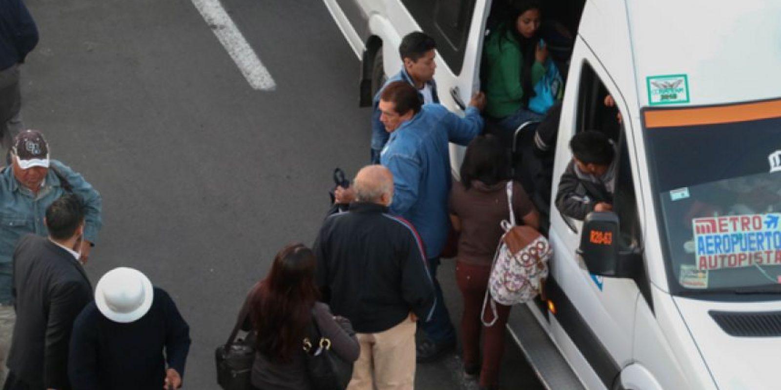 Padres de familia y menores lidiaron con la saturación del transporte público. Foto:Cuartoscuro