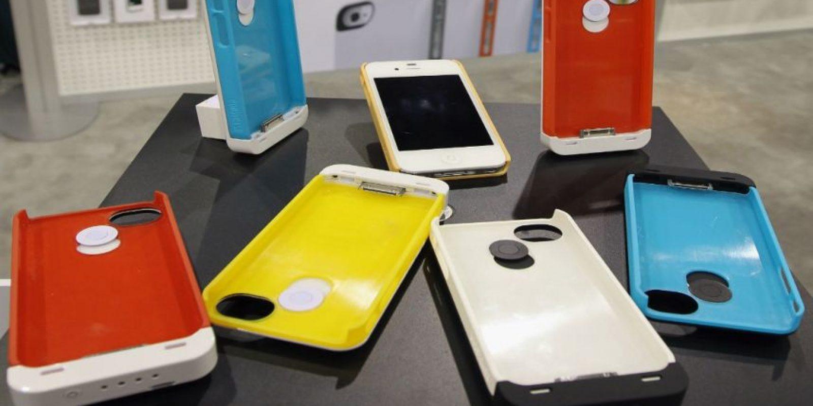También hay carcazas especiales que recargan su iPhone. Foto:Getty Images