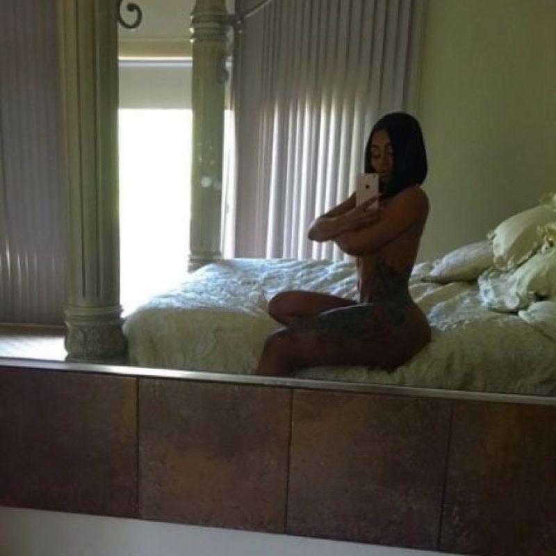 Tanto como esta selfie, ¿les recuerda a Kim Kardashian frente al espejo? Foto:Vía Instagram/@blacchyna