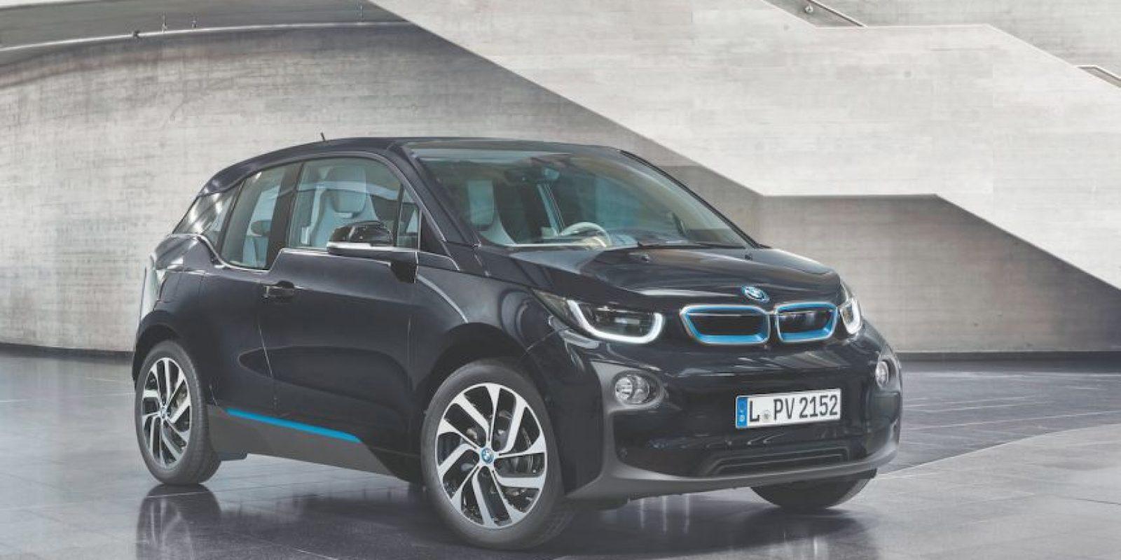 BMW i3. Propulsado por un corazón eléctrico que ofrece 125 kW (170 hp) de potencia con 250 Nm. Su precio arranca en 704 mil 900 pesos. Foto:BMW