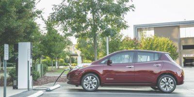 Nissan Leaf. Puede recorrer hasta 160 kilómetros con la batería completamente cargada. Está propulsado por un motor eléctrico que libera 107 hp y 187 libras pie de torque, cuenta con todos los sistemas de seguridad y un freno regenerativo altamente eficiente. Precio 598 mil 800 pesos. Foto:Nissan