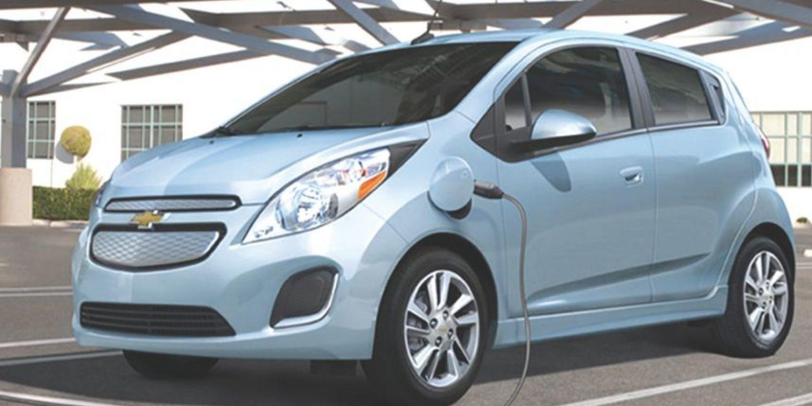 GM-Chevrolet Spark EV. Ofrece una potencia cercana a los 130 hp. Su rango completará los 132 km con una velocidad máxima de 145 km/hora. Precio: 399 mil pesos. Foto:Chevrolet