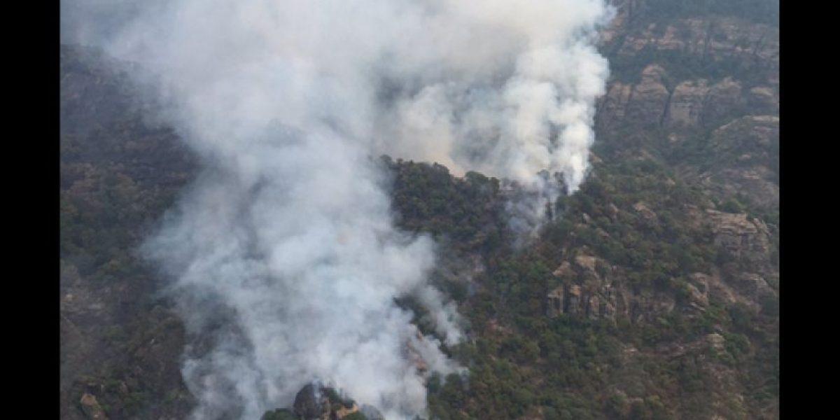 CDMX manda 3 helicópteros a combatir incendio en Tepoztlán