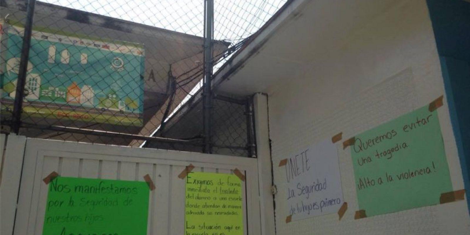Así lucía la fachada de la escuela por la tarde. Foto:Nicolás Corte/Publimetro