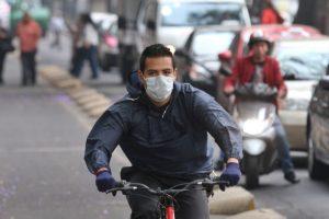 Los escapes de los automóviles son el principal riesgo de contaminantes, tienen hasta 50 veces más concentración que a mayor altura Foto:Cuartoscuro