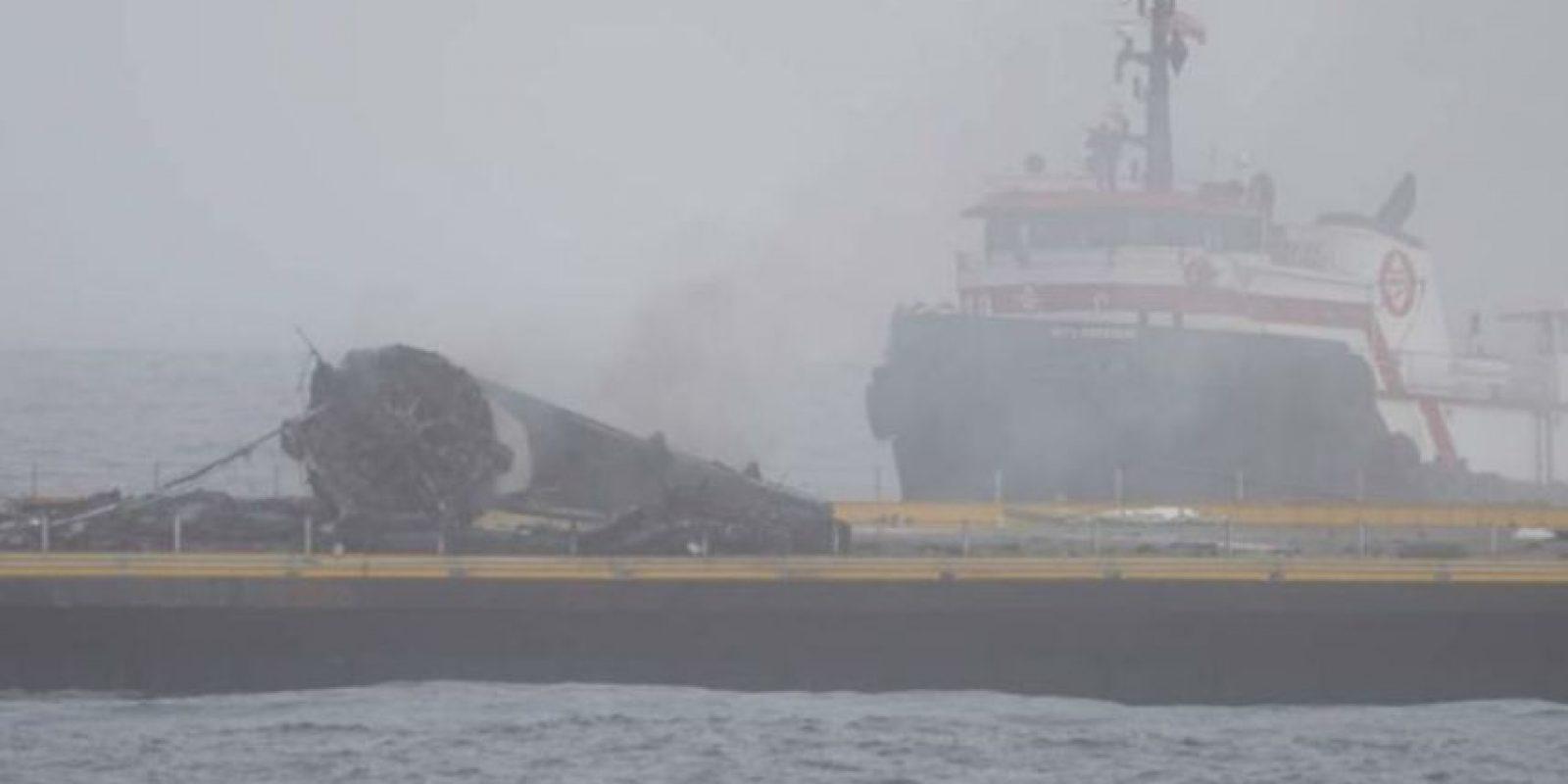 Después de cinco intentos, SpaceX, logró que el Falcon 9 aterrizara sin estrellarse. Foto:twitter.com/SpaceX