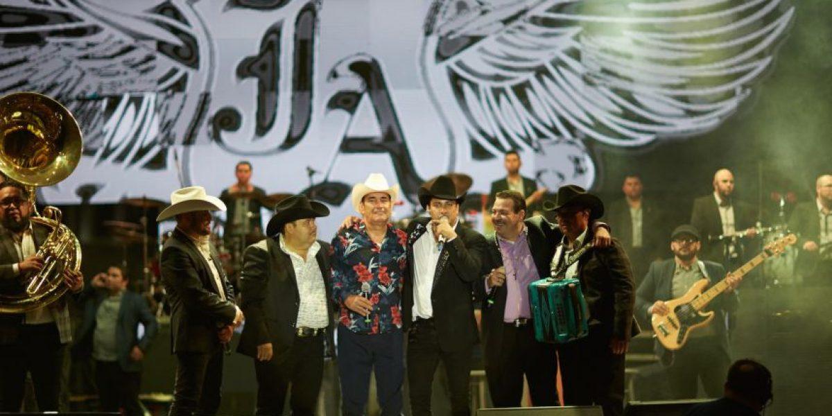 Julión Álvarez festeja su cumpleaños con concierto gratuito en Mazatlán