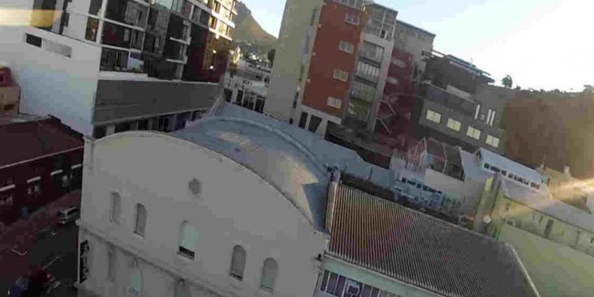 Video: Drone atraviesa ventana y golpea a hombre en la cabeza