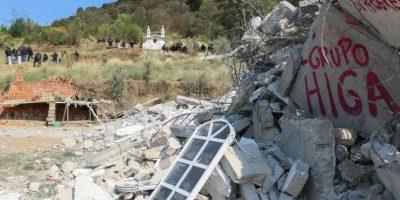 En su irrupción la policía destruyó el campamento que los comuneros habían construido en la la montaña para evitar el ingreso de maquinaria y la deforestación. Foto:Cuartoscuro