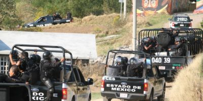 Personal de la Policía del Estado de México cercaron el poblado de la Concepción en la comunidad de San Francisco Xochicuautla Foto:Cuartoscuro