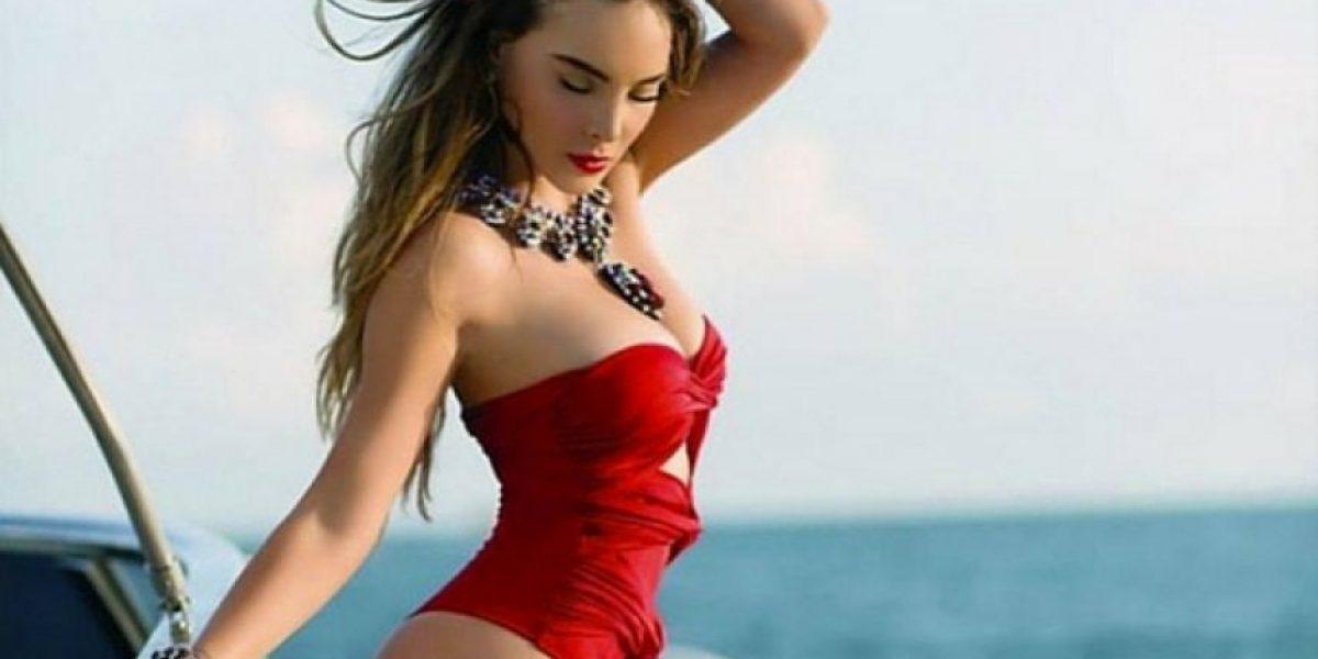 Belinda posa en topless para portada de revista