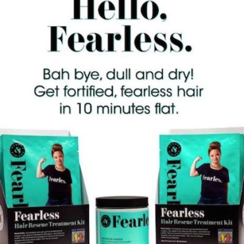 Katie modela una línea de productos para cabello. Foto:Vía Instagram/@beautyandpinups