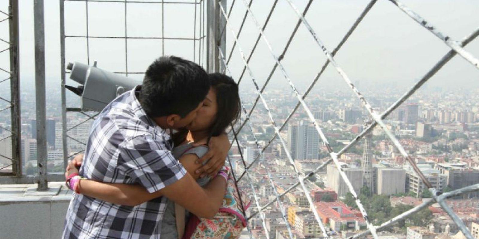 Entre beso y beso compartimos 80 millones de bacterias. Foto:Notimex