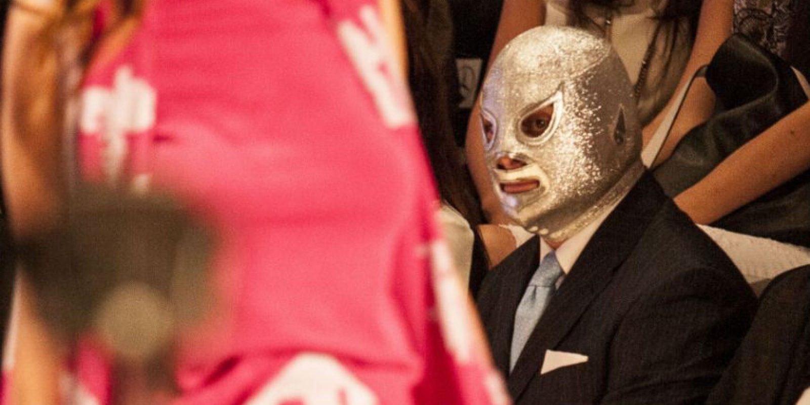 """El Hijo de El Santo estuvo en el """"front line"""" del desfile Foto:JDS"""