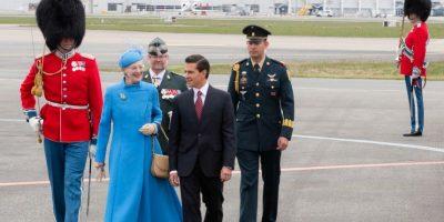 El mandatrio fue recibido por la Reina Margarita II Foto:Presidencia
