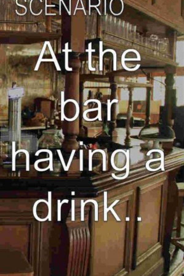 Escenario: en el bar tomando una copa. Foto:Bardis