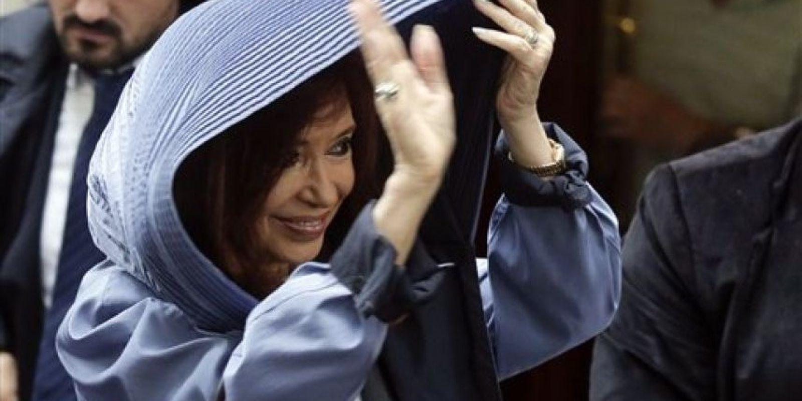 La ex mandataria habló cerca de una hora bajo la lluvia contra el gobierno de macri Foto:AP