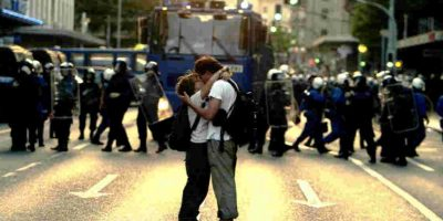 También se cree que el beso surgió como un reto a las costumbres de cortejo. Foto:Getty Images