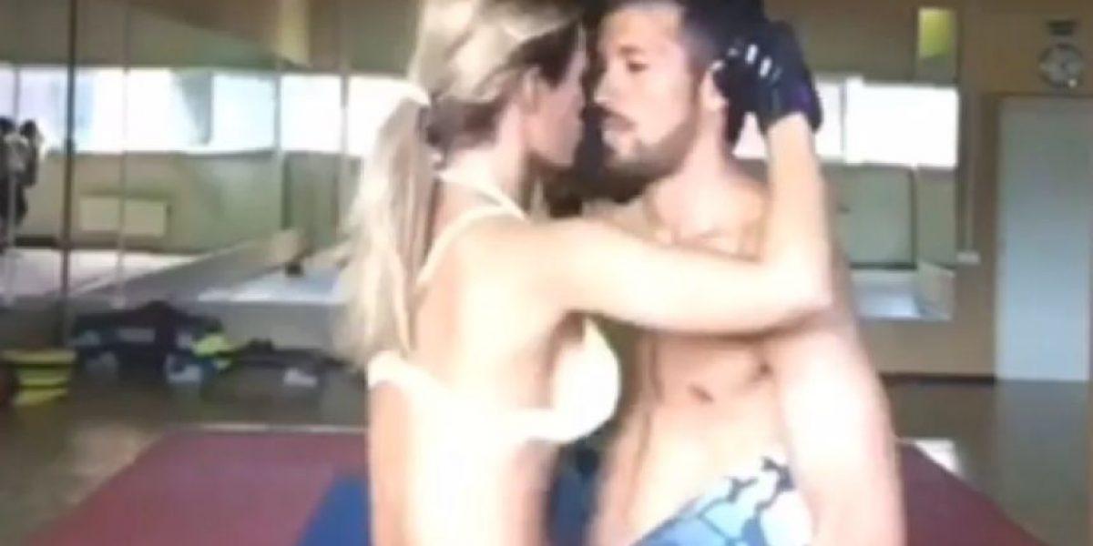 """VIDEO: Ezequiel Garay, el mejor """"aparato de ejercicio"""" de su esposa Tamara Gorro"""