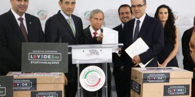 Senadores recibieron las firmas para esta iniciativa Foto:cuartoscuro