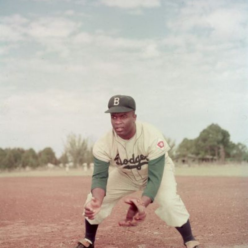 A los 21 años ingresó a la Universidad de California en Los Ángeles (UCLA) donde practicó béisbol, fútbol, baloncesto y atletismo. Fue reconocido por su capacidad para los deportes. Foto:Getty Images