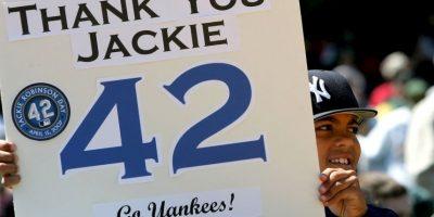 Se probó con los Red Sox de Boston, pero salió humillado tras varios insultos racistas que recibió. Entonces, Branch Rickey, presidente de los Dodgers de Brooklyn, invitó a Jackie para incorporarse a su equipo. Foto:Getty Images
