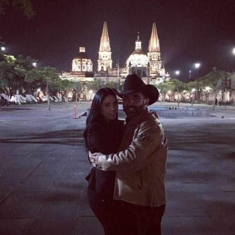 Tanto Vicente como Kary suelen publicar en redes imágenes las aventuras que viven juntos así como de los detalles que tienen en común. Foto:Instagram/karyortegon