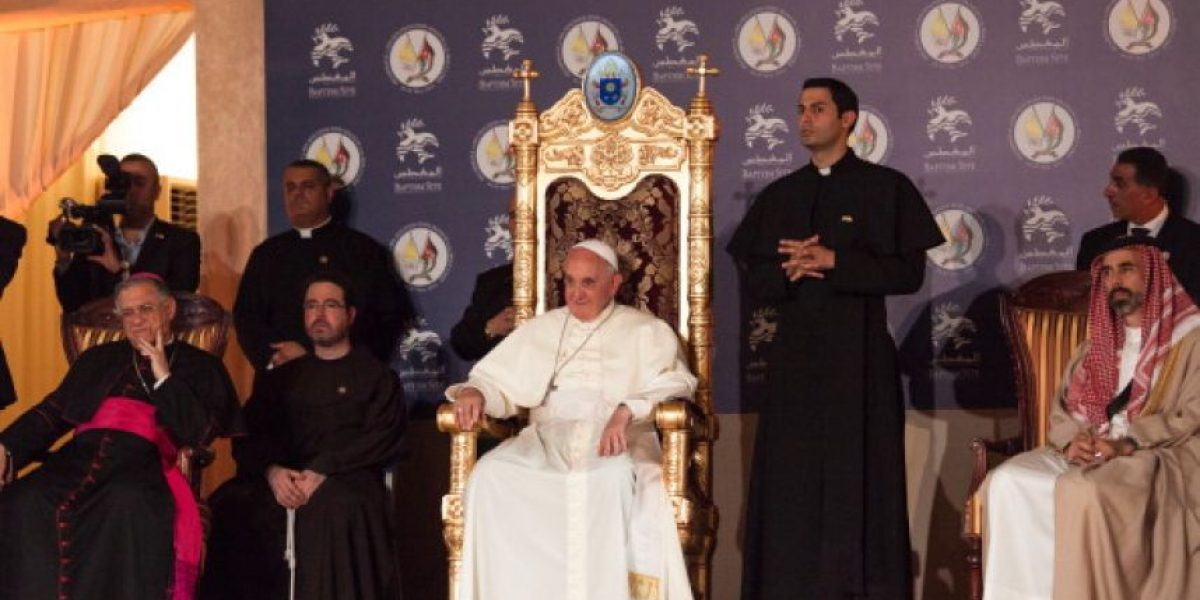 Papa Francisco se lleva consigo al Vaticano a 12 refugiados sirios