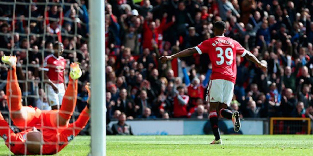 Manchester United derrota y, de paso, desciende al Aston Villa