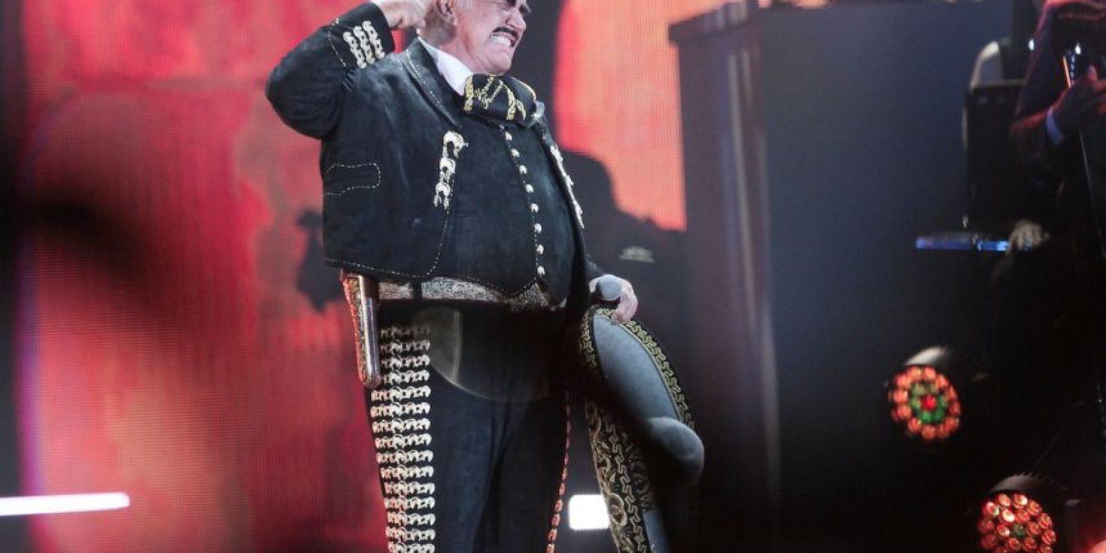 El acceso al inmueble inició a las 18:00 horas y el público mostró su emoción por despedir al cantante. Foto:Notimex