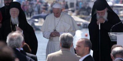El papa fue acompañado por los líderes ortodoxos Bartolomé, patriarca ecuménico de Constantinopla y el arzobispo Hieronymos de Atenas Foto:cuartoscuro