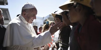 El Papa regresó a Roma con varios refugiados sirios Foto:cuartoscuro