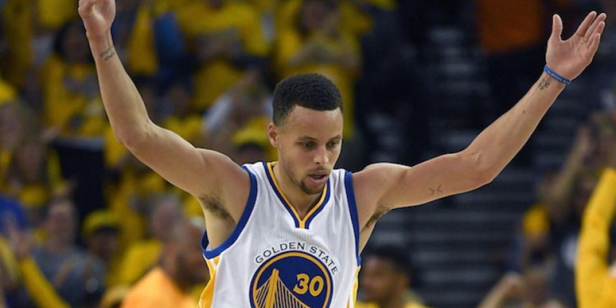 Los campeones Warriors debutan en playoffs con paliza sobre Rockets