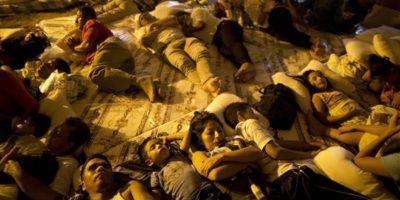 Miles de personas duermen en albergues Foto:AP