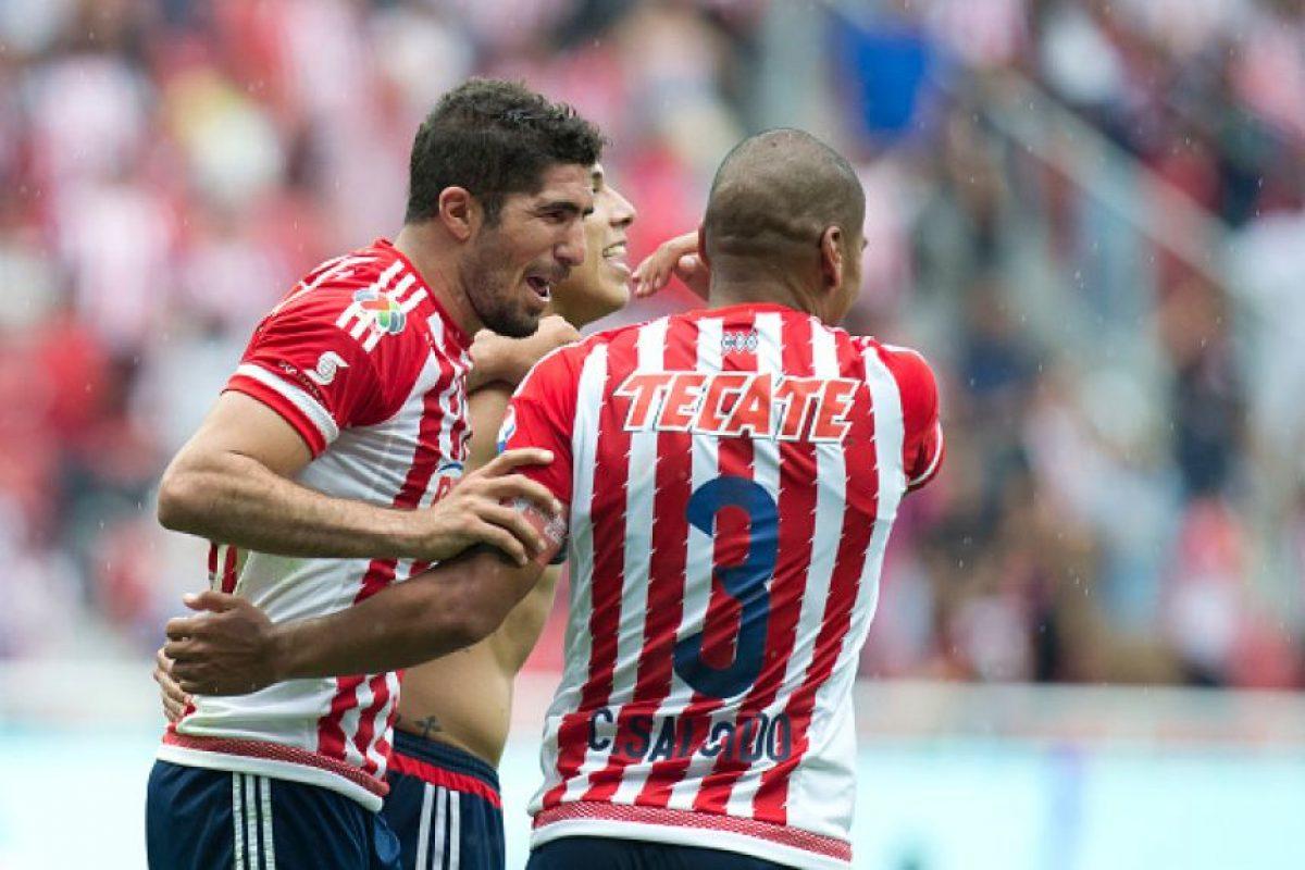 Chivas mantiene el buen paso Foto:Mexsport