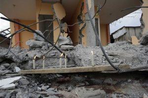 Decanas de casas quedaron destruidas luego del sismo Foto:AP