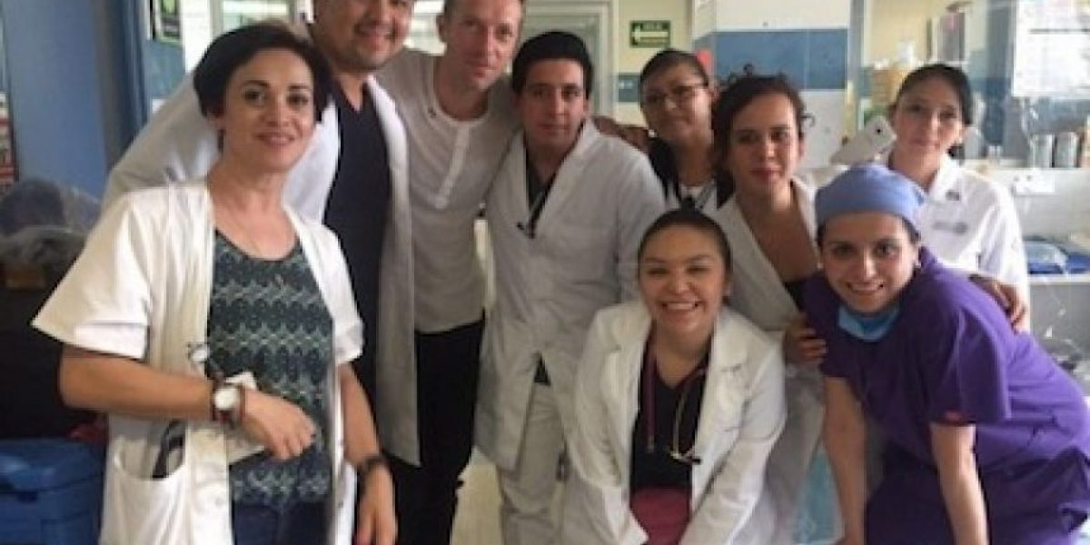 Chris Martin de Coldplay visita Hospital General de la CDMX
