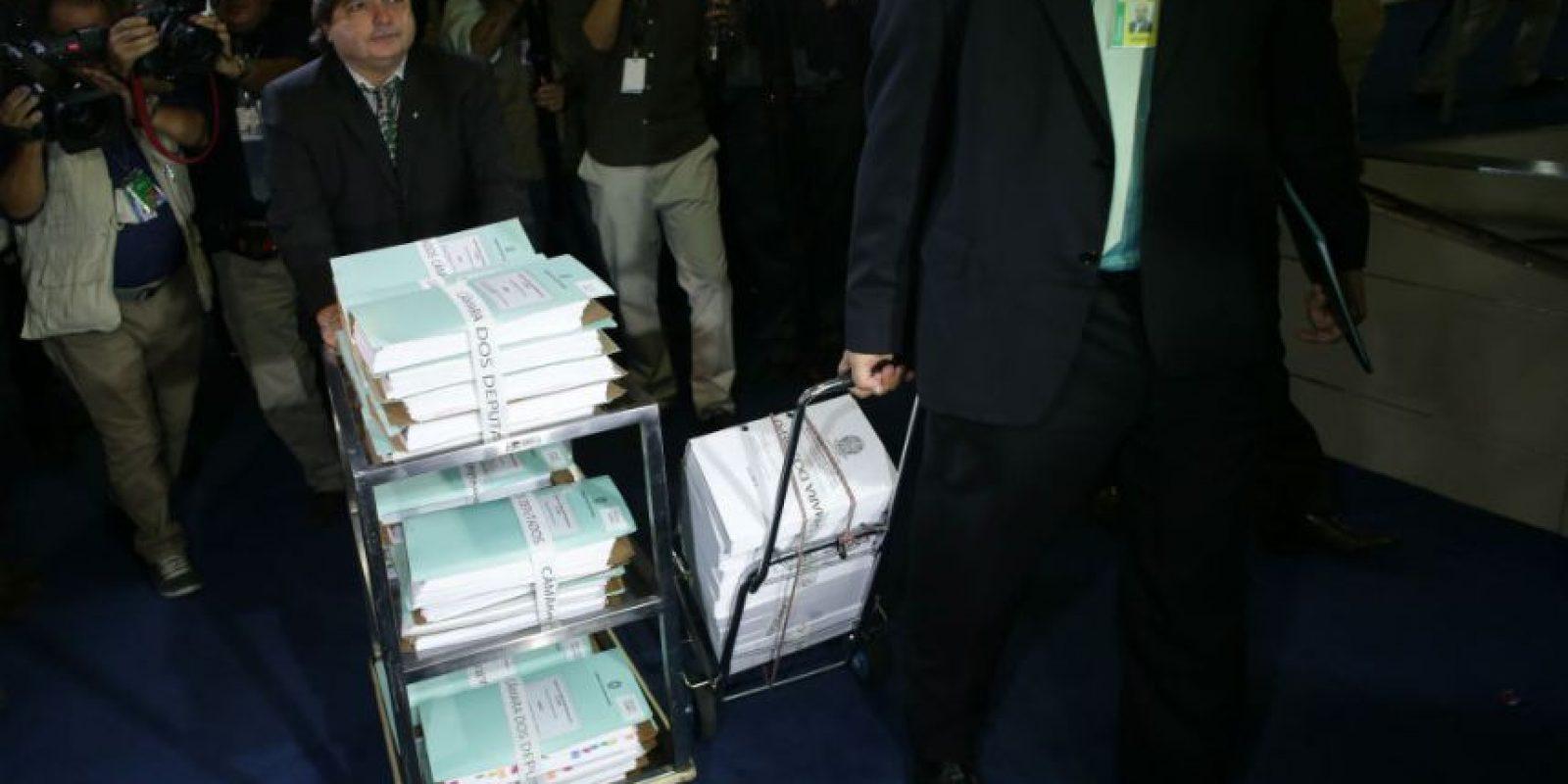 La iniciativa ahora pasa al Senado, el cual deberá decidir si juzga a Rousseff por los cargos. Foto:AP
