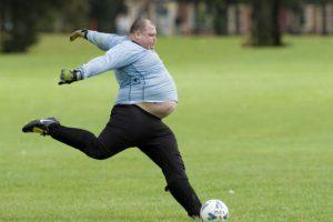La foto de este portero con sobrepeso se hizo famosa por la posición del jugador y su evidente obesidad. Foto:Getty Images