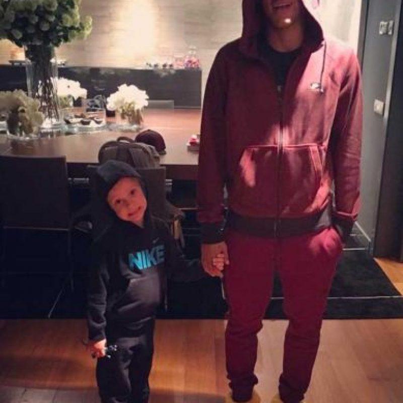 Y siempre se le ve cerca de su padre, sobre todo en redes sociales. Foto:Vía instagram.com/neymarjr