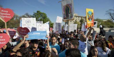 Los programas aplicarían a los padres de hijos que son ciudadanos estadounidenses o que viven legalmente en el país. Foto:AP