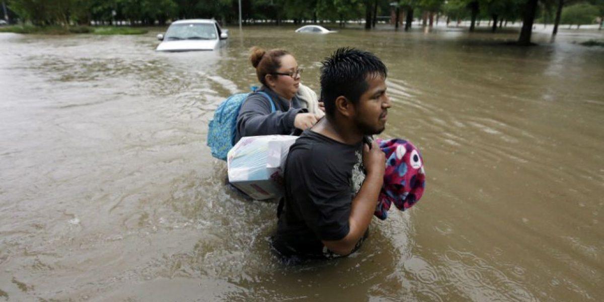 Inundaciones cierran autopistas y escuelas en Houston, van 4 muertos