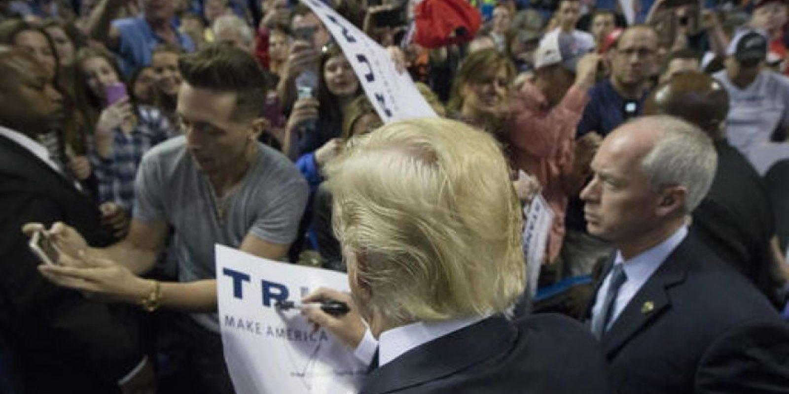 Del Partido Demócrata, su mayor oponente continúa siendo Hillary Clinton. Foto:AP