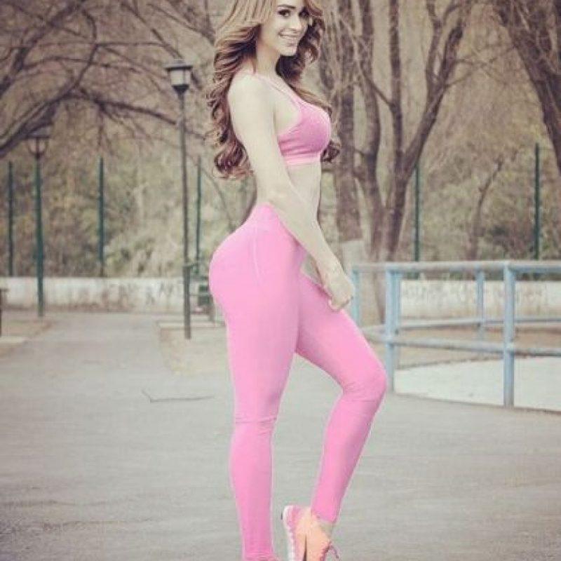 """El autor del artículo, Tom Percival, describió la figura de la también modelo como """"caricaturesca"""", mencionando que su trasero parece una """"robusta estantería"""". Foto:Vía Instagram/@iamyanetgarcia"""