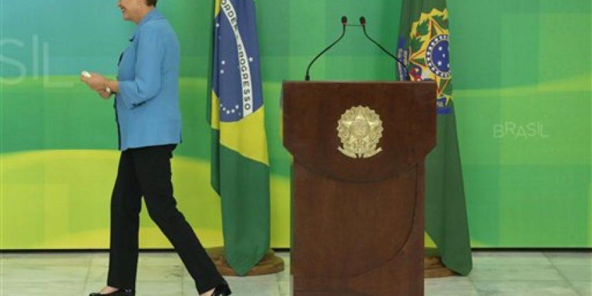 Senado de Brasil alista comisión que discutirá juicio político contra Dilma