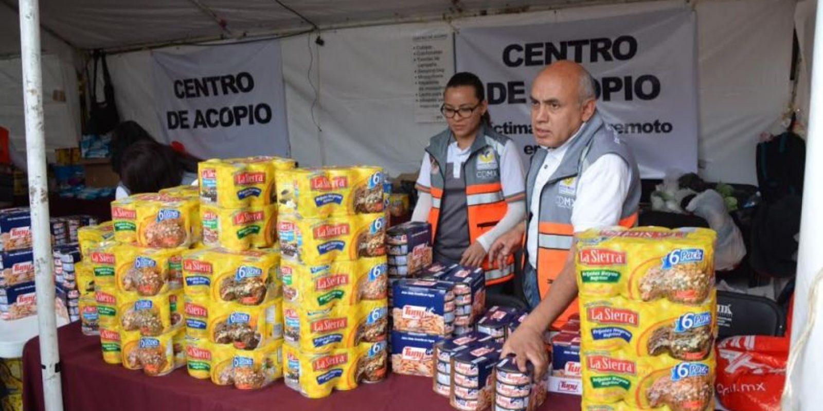 Los paquetes que han armado los brigadistas de Protección Civil contienen un litro de aceite, un kilogramo de arroz, dos kilogramos de frijo Foto:Especial