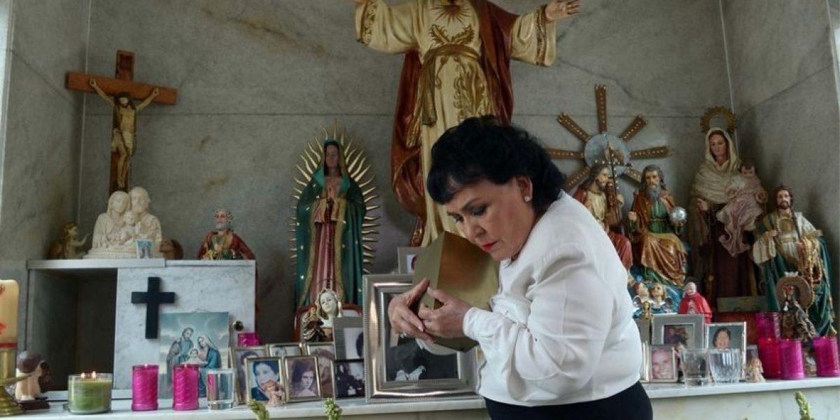 Carmen Salinas realiza misa en memoria de su hijo Pedrito Plascencia