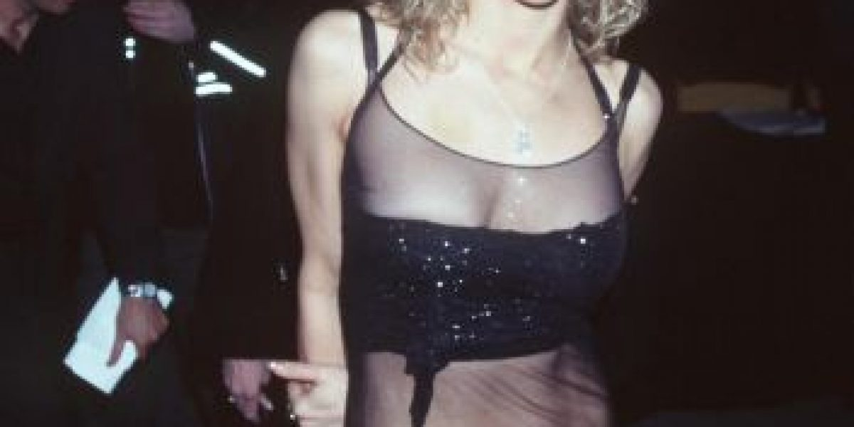 Echan de fiesta a la viuda de Kurt Cobain por